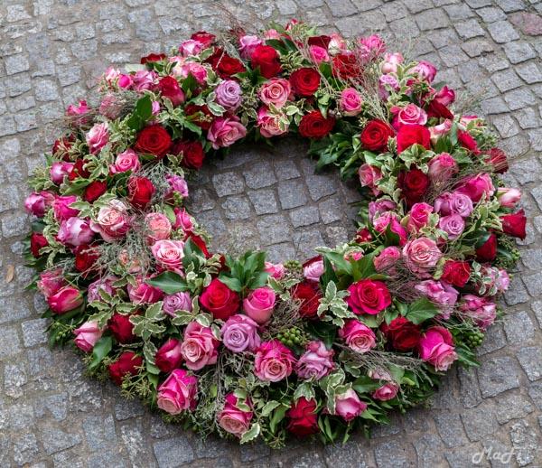 Kranz rosa pink rote Rosen