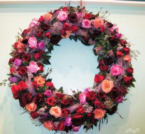 Kranz lachs rosa rote Rosen