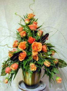 Urnenkrone orange Rosen